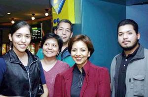 Alan Salazar, Luis Salazar, Eva Salazar, María Teresa Rodela y Verónica Rodela.