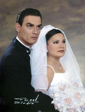 Sr. Javier Berumen Gutiérrez y Srita. Reyna Gómez Martínez contrajeron matrimonio el sábado 28 de agosto de 2004