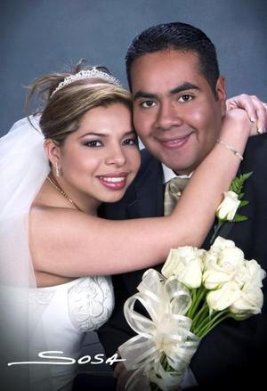 Dr. Alonso Machado Calzada y Dra. Wendy Haydeé Rodríguez de León recibieron la bendición nupcial en la parroquia de La Sagrada Familia, el sábado 18 de diciembre de 2004.