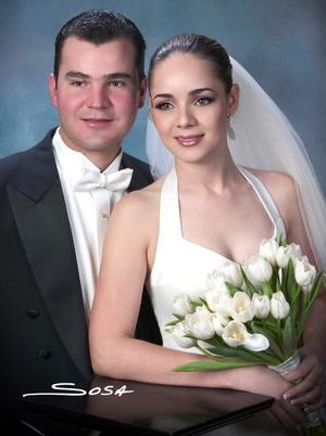 L.A.E. Alfredo Leal Peña y G.M. Marcela Pérez Sánchez contrajeron matrimonio religiosos en la parroquia de Nuestra Señora de la Virgen de la Encarnación el cinco de noviembre de 2004