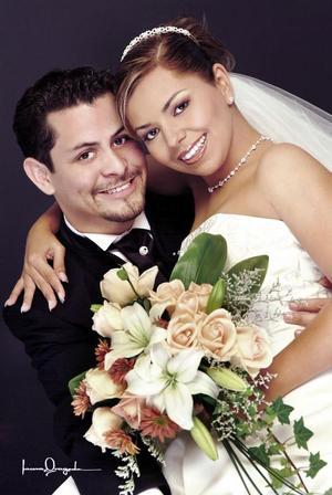 Lic. Alejandro Sifuentes Mota y Lic. Elba Mariana Lara Gándara recibieron múltiples felicitaciones el día de su boda el sábado dos de octubre de 2004