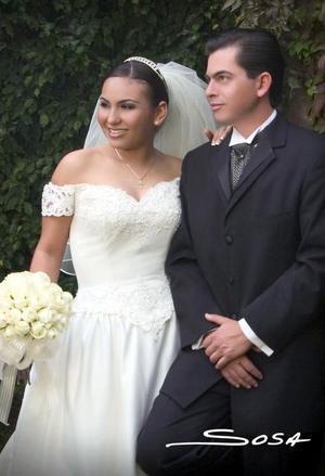 Lic. Miguel Ángel Montoya Salcido y Lic. Jéssica Maricela Martínez Rodríguez contrajeron matrimonio religioso en la parroquia Los Ángeles, el sábado cuatro de diciembre de 2004.
