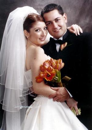 Sr. Ramón Gerardo Máynez Castro y Srita. María Lidia Cervantes Peña contrajeron matrimonio religioso en la capilla de la Resurrección del Señor del Centro Saulo el 11 de diciembre de 2004.