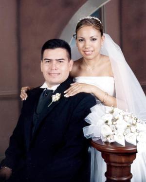 Sr. Ricardo Martínez Salas y Srita. María Dolores Domínguez  López contrajeron matrimonio religioso el sábado 23 de octubre.