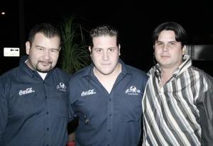 <b>18 de enero de 2005</b> <p> José Chávez, Max Prieto y Momi González .