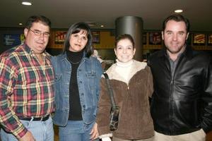 Iñaki y Cristina Belausteguigoitia, acompañados de Rogelio y Paola Villarreal