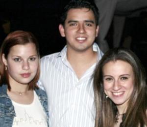 Charlotte Mueller,  Octavio Ramírez y dulce Rivera.