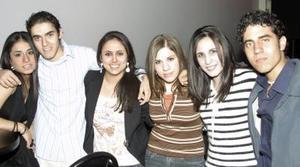 <b>15 de febrero de 2005</b> <p> Grupo de amigos durante los festejos del Día de San Valentín.