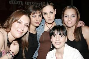 <b>22 de febrero de 2005</b> <p> Silvana, Denisse, Susana, Karla y Brenda Martínez.