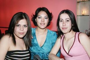 <b>06 de marzo de 2005</b> <p>  Alegría Briones, Gabriela Fernández y Verónica Gil.