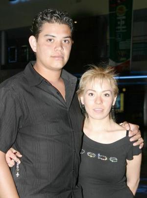 Eduardo Mourey y Yéssica Yáñez.