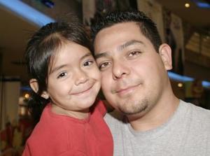 <b>13 de abril de 2005</b> <p> Natalia y Pascual Martínez.