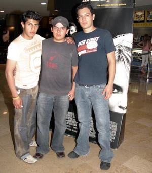 <b>25 de abril de 2005</b> <p> Carlos Segovia, Gil Zamora y Jonathan Campos.