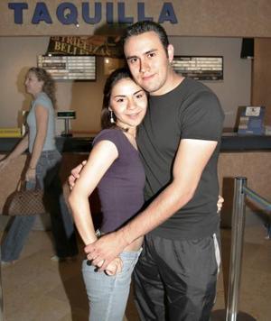 <b>25 de abril de 2005</b> <p> Daniela Enríquez e Iván Ocampo.