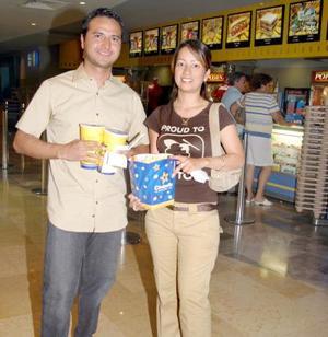 <b>25 de abril de 2005</b> <p> Guillermo Macías y Mónica Mendoza