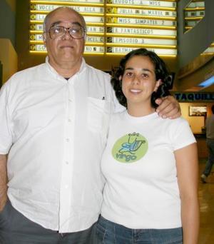 <b>18 de abril de 2005</b> <p> Juan Ruvalcaba y Sisi Ruvalcaba.