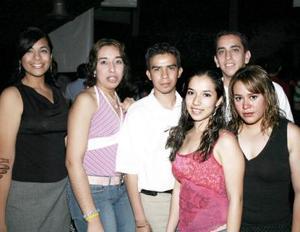 <b>01 de mayo de 2005</b> <p> Isabel Cruz, Nora Gavaldón, Lizeth Jordán, Carlos Ávila Jerson y Marycarmen.