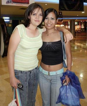 Carolina Snadoval y Cynthia Sosa.