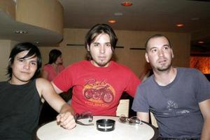<b>21 de mayo de 2005</b> <p> Marcelo Santos, Mikel Archner y Lenin del Leal.