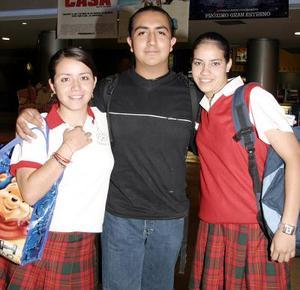 Alejandra Arellano, José Manuel Montaño y Leslie Martínez