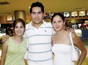 Paulina Meyenberg, Jesús Álvarez y Gloria Mijares.