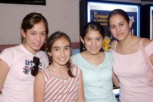 Nidia, Vale, Melissa y Diana Trujillo.