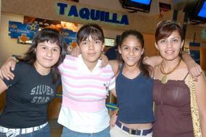 Karen Reuter, Vivi Camacho, Carla Rodríguez y Margarita Soto.