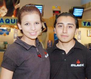 <b>Junio</b><p> Miriam y Jadan Rejón Sosa fueron a ver El Sr. y la Sra. Smith.