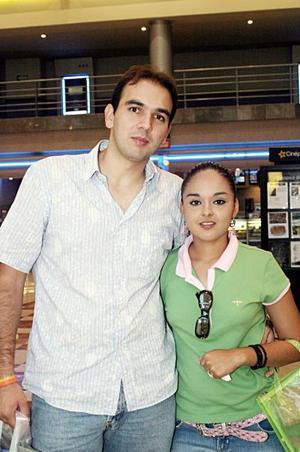Carlos Amador y Marusa Farías.
