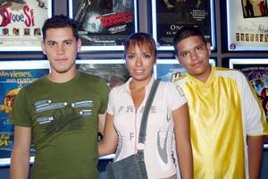 <b>03 de agosto 2005</b><p> Saúl Hernández, Alejandra y Julio César Villarreal