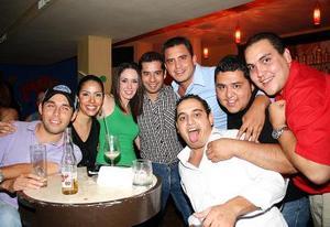 Héctor Ruiz, Karen Hapuc, Ale Domínguez, Jorge Soto, Salvador Perales, Jorge Reyes, Carlos Faudoa, y Hugo Ramírez.