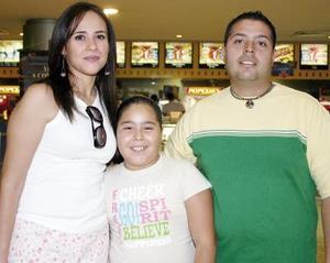 Ana de Mejía, Anilú Mejía y José Luis Mejía.