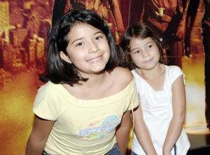 <b>agosto 2005</b><p>  Mónica y Cristy López.