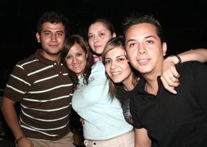 Óscar Rivera, Caro Arías, Emona y Gisela Villarreal y César Estrada.