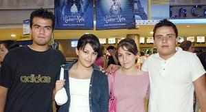 Omar Estrada, Cristy Chapa, Sofía Macías y Ale González.