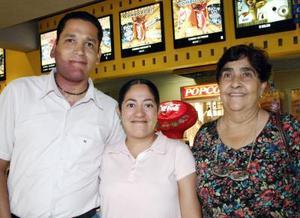 Eduardo Elizalde, Sandra Martínez y María Inés de la Torre.