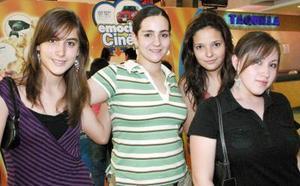 Francisc Alba, Paola Urbina,  Jackie  Flores y Lore Vázquez.