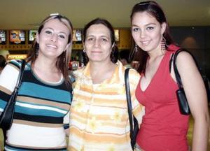 Karen, Teresa y Blanca Hernández.