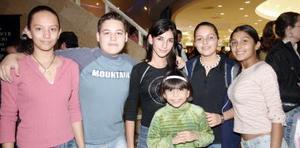 Karla Manzanera, José Ávila, Cristina Sandoval, Ana Rivera, Liliana Martínez y Fabiola Menchaca.