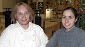 <b>01 de febrero de 2005</b> <p> Lilia y Yéssica Garza.