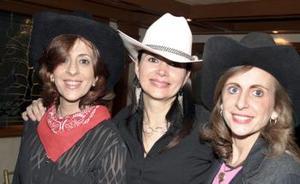 <b>02 de febrero de 2005</b> <p>  Linda Zarzar, Anabel de González y Katia de Zarzar.