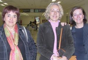 <b>01 de febrero de 2005</b> <p> Elena y María Quevedo, viajaron a México y fueron despedidas  por Carmen Vicario M.
