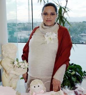<b>03 de febrero de 2005</b> <p> Karina Ramonet de Valenzuela, captada en la fiesta de canastilla que le ofrecieron