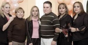 Marisol Porras, Tamara Porras, María Teresa de Porras y Silvia Maldonado organizaron una despedida de solteros para Luis Enrique Porras y Juana María Tijerina