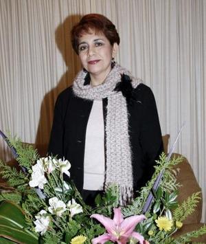 <b>04 de febrero de 2005</b> <p> María Eugenia Rodríguez de Gutiérrez celebró su cumpleaños, con un bonito convivio en el cual estuvo acompañada de sus familiares.