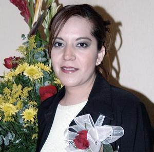 <b>04 de febrero de 2005</b> <p> Georgina Briones Morales recibió multiples felicitaciones en la despedida de soltera que le  ofreció su  mamá,  Belem Morales de Briones.