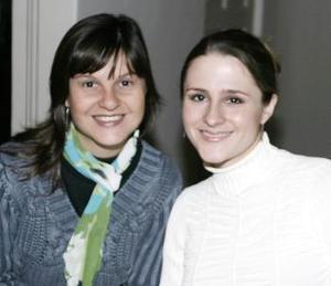 <b> 04 de febrero de 2005</b> <p> Charmaine de Meza y Dora de García.