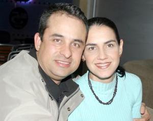 Raúl Martínez y Esther de Martínez.