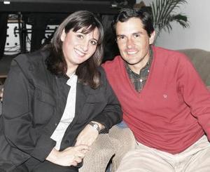 <b>04 de febrero de 2005</b> <p> Elena de Canales y Mario Canales.