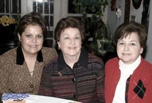 Guadalupe Morales de Martínez, Carmen Martínez y Guadalupe Martínez de Haro.